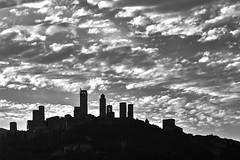 Cloudy sky (hbothmann) Tags: sangimignano toskana italien toscana tuscany wolken clouds schwarzweis blackandwhite blackwhite bianconero fotomonocromática blancoynegro
