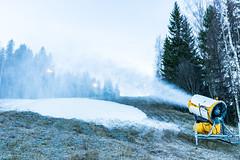 lumitykki marraskuussa (VisitLakeland) Tags: finland kuopiotahko tahko cannon centre laskettelu laskettelukeskus laskettelurinne lumitykki rinne skiing slope snow