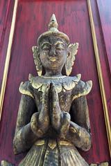 (SLpixeLS) Tags: thailand dara devi hotel chiangmai statue door carving sculpture