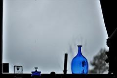 blå morgen (kong niffe) Tags: blue grey contrast windowsill window autumnal