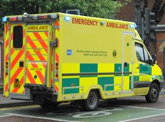 Northern Ireland Ambulance Service (HFZ 2963) (ferryjammy) Tags: nias northernireland ambulance hfz2963 e323