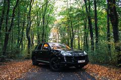 Porsche cayenne (Hasan Yuzeir 📷) Tags: porsche cayenne car forest road autumn hasanyuzeir canon 1300d
