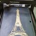 PancakeBot spritzt Crêpe in Form von Eiffelturm auf integrierte Backplatte