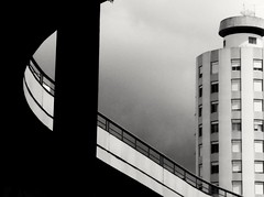 arquitetura (Jakza) Tags: linhas urbana edifício arquitetura pb pregamesweep x2 challengegamewinne