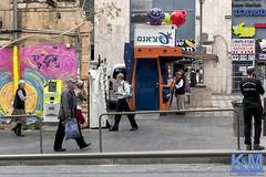 Jerusalem Street Scenes (anat kroon) Tags: israel yerushalayim jerusalem יְרוּשָׁלַיִם jeruzalem middleeast streetphotography straatfotografie verhalendefotografie storytelling urban capitalsoftheworld documentaire documentary anatkroon kroonenvanmaanenfotografie חנכה