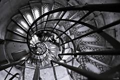 Il reste une marche jusqu'au sommet, 2019 arrive! (Un jour en France) Tags: escalier staircase stairs 2019 monochrome canonef1635mmf28liiusm canoneos6dmarkii noiretblancfrance noiretblanc france