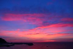 Cel rogenc (Albert T M) Tags: amanecer alba aurora albada sortidadesol sunrise portdeblanes blanes núvols nubes catalunya catalonia catalogne cataluña celrogenc celrogent la selva nocturna