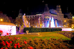 Beautiful Plaça Catalunya tonight (Fnikos) Tags: city building architecture street people parc park parque parco plaça plaza catalunya garden grass tree flower plant nature light statue sculpture fountain water night nightview nightshot outdoor
