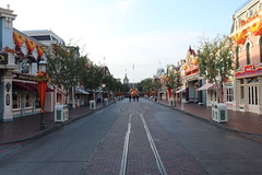 "Empty Main Street USA at Disneyland • <a style=""font-size:0.8em;"" href=""http://www.flickr.com/photos/28558260@N04/30896712877/"" target=""_blank"">View on Flickr</a>"