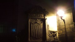 Greyfriars on a winter's evening 04 (byronv2) Tags: edinburgh edimbourg edinburghbynight night nuit dusk bluehour oldtown scotland architecture building church kirk history greyfriars greyfriarskirkyard gothic creepy spooky graveyard kirkyard cemetery boneyard