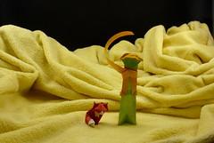 The Little Prince and the Fox (Michał Kosmulski) Tags: origami thelittleprince lepetitprince fox desert dunes sand antoinedesaintexupery vivianeberty danielchang michałkosmulski colorchange colourchange elephanthidepaper