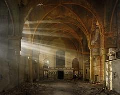 Lichtstrahlen-Kirche (1) (david_drei) Tags: hdr lostplace abandoned schöneslicht urbex urbanexplorer urbexer kirche verfallen verfall nebelmaschine church smoke machine fog