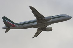 EI-IKG / Airbus A320-214 / 1480 / Alitalia (A.J. Carroll (Thanks for 1 million views!)) Tags: eiikg airbus a320214 a320200 a320 320 1480 cfm565b4p alitalia skyteam lphk 4ca994 london heathrow lhr egll 27r