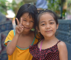 pretty girls (the foreign photographer - ฝรั่งถ่) Tags: sep202014nikon two pretty girls children khlong lard phrao portraits bangkhen bangkok thailand nikon d3200