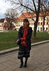 Marie in Erfurt (Marie-Christine.TV) Tags: feminine transvestite lady mariechristine leather gloves coat lacedboots pleatedskirt schnürstiefel lederhandschuhe ledermantel dame faltenrock tartan skirt