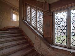 Schloss V. 38 (Moddersonne) Tags: lost place urbex verlassen abandoned decay verfall urban exploration schloss castle bibi tina treppe stairs fenster windows