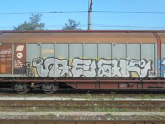 267 (en-ri) Tags: tesk mosk uvz bianco grigio arrow nero giallo lod shv train cuneo graffiti writing treno merci freight