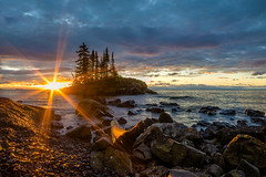Superior Sunburst (Paul Domsten) Tags: sunburst lakesuperior minnesota northshore sunrise lake seascape pentax rock water sea shore clouds starburst tombolo