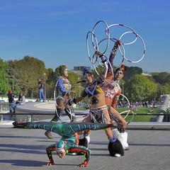 Tournage d'un film promotionnel pour 'Le Cirque du Soleil' (pivapao's citylife flavors) Tags: paris france trocadero girl beauties streetartist