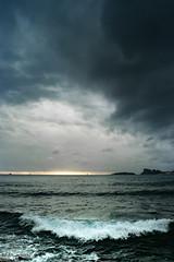 la vague (Mireille Muggianu) Tags: bouchesdurhone europe france laciotat provencealpescotedazur ciel mer paysage vague wave ileverte lemugel samsung nx nx500