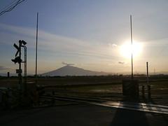 Mt. Iwaki framed in (しまむー) Tags: panasonic lumix dmcgx gx1 g 20mm 40mm f17 asph sunset
