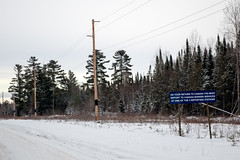 Border crossing sign to Canada, Northwest Angle, Minnesota (Lorie Shaull) Tags: sign minnesota northernminnesota northwestangle border canadianborder snow winter bordercrossing canada