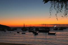 (Sibila Ribeiro) Tags: rj riodejaneiro armaçãodosbúzios búzios canon canonphotography sunset sunsets orange vacation sibilaribeiro sibilaribeirof tri trip roadtrip sea seaside ocean oceano br brasil beachlife beachside beach boats