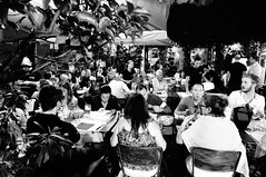 Roma, a cena vicino al Pantheon (claudiobertolesi) Tags: pantheon roma ristorante claudiobertolesi 2014 sonynex6 streetphotography fotografiadistrada eating italy