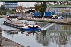 Canal St Denis (Jeanne Menjoulet) Tags: stdenis banlieueparisienne canalstdenis péniche noé reflet canal boat france reflection singe monkey monoeil