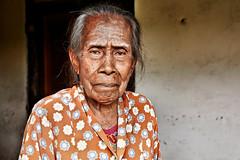 Rozengain (Ma Poupoule) Tags: rozengain hattaisland moluques maluku indonésie indonésia indonesia porträt portrait femme vieillefemme asia asie ritratti ritratto retrato face visage banda bandaisland