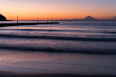 Haraoka Pier with Mt.Fuji. (BE-MELLOW) Tags: haraoka pier chiba 千葉 原岡 桟橋 夕日 sunset dusk sea ocean tokyobay 東京湾 富士山 mtfuji fujiyama wave 波 砂浜 beach 海岸 sony a7iii