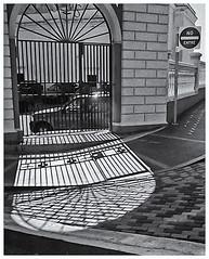 Pentax Auto 110 (1978) (Black and White Fine Art) Tags: pentaxauto1101978 pentax11018mmf28 pentaxmini pentax 10format formato110 smallformat formatopequeño sanjuan oldsanjuan viejosanjuan puertorico bn bw sombras shadows light luz