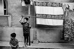 Street stare 663 (soyokazeojisan) Tags: japan osaka city street bw people blackandwhite monochrome analog olympus m1 om1 21mm trix kodak film memories 1970s