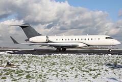 n283ck gl5t egkb (Terry Wade Aviation Photography) Tags: egkb gl5t