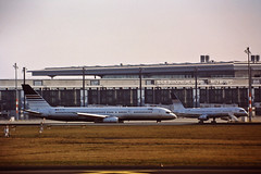 Berlin SXF 6.2.2019 Boeing 757-200 (rieblinga) Tags: berlin sxf schönefeld flughafen 622019 boeing 757200 pga analog canon eos 3 sigma 150600 c agfa ct precisa 100 e6 diafilm
