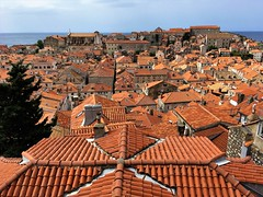 Dubrovnik (Lee Bosher) Tags: dubrovnik croatia tiles roof coast sun old town chimney