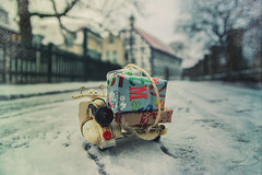 Driving home for Christmas 2018 (Thomas Junior Fotografie) Tags: driving home blue blau white weiss blanc cold kalt dezember december sony scenery winter snow eis schnee ice miniature westerholt herten rcklinghausen ruhrgebiet vest alpha77mii vehikel vehicle weihnachten christmas noel