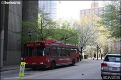 Daimler Orion VII - Roosevelt Island Operating / MTA (Metropolitan Transportation Authority) n°3 (Semvatac) Tags: semvatac photo bus tramway métro transportencommun daimler orionvii aj6873 rooseveltislandoperating mta metropolitantransportationauthority surfacetransit mainstreet rooseveltisland newyork étatsunis