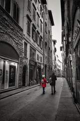 Red on grey (leewoods106) Tags: florence italy tuscany europe southerneurope westerneurope red street canonefs1018mm canoneos77d photographer photography photos man woman couple handinhand walking shops windows oldcity city historiccity historic