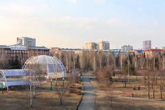Park Zhukova in Kemerovo city in spring (man_from_siberia) Tags: kemerovo park parkzhukova spring april siberia city cityscape skyline canon eos 5d dslr canoneos5d canon5d canon5dclassic canon5dmk1 50mm canonef50mmf18ii fullframe trees walkway earlyspring кемерово