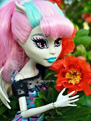 Rochelle (Linayum2.0) Tags: rochelle rochellegoyle monster monsterhigh mh mattel doll dolls muñecas muñeca toys toy juguetes juguete flor flores flower flowers spring linayum