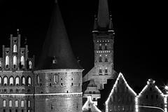 Kein Titel (jan-ruehmann@t-online.de) Tags: schleswigholstein dernorden germany deutschland europe city blackandwithe bw canon monochrom mono bnw luebeck hansestadt hanse schwarzweis holstentor lübeck