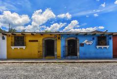 A spasso per Antigua (forastico) Tags: guatemala antigua forastico d7100 nikon colori casecolorate
