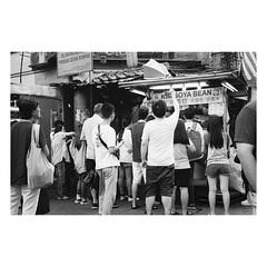 nostalgic shot 茨場街 #35mmfilm (31lucass shots) Tags: istillshootfilm filmisnotdead analoguefilm thefilmcommunity grainisgood filmfeed minoltacamera minoltafilm lensculture photofilmy 135film vintagecamera petalingstreet snapshot streetphoto filmphotography klstreet kualalumpur peopleinstreet streetsnap himaticaf2 ilfordfilm ilforddelta400 minoltahimaticaf2 blackandwhitefilm analogfilm pointandshoot rangefinder streetview 35mmfilm