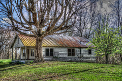 DMT_20180403152116 (Felicia Foto) Tags: allrightsreserved denisetschida trees green winter architecture ruraldecay abandoned tennessee outdoors notrespassing house metalroof hdr doublehdr 3xp uninhabited nikond600 nikon d600 rural ruralunitedstates southernunitedstates woodburytennessee cannoncountytennessee photomatix photoshopcc2019 ruraltennessee tinroof rusted white wooden