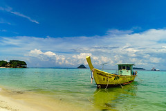 a very hot day (peaceblaster9) Tags: ocean sea island kophiphi thailand beach 海 海岸 ビーチ タイ ピピ島 travel 旅行 vacation boat sky blue water