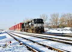 Baby, it's cold outside (THE RESTLESS RAILFAN) Tags: sun blue black switch rail rails cold cleveland oh ohio 9268