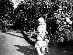 Happy kids (Ken-Zan) Tags: kids scanner kenzan bw monochrome ia