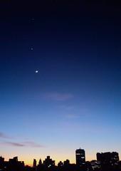 São Paulo LOOK THROUGH MY WINDOW - MOON AND 2 PLANETS (LUIZ PAULO São Paulo's Eyes) Tags: sky céu planetas lua moon planets venus jupiter sagittarius capricorn aquarius brazil brasil sãopaulo