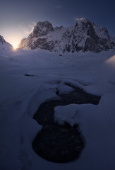 Atardecer a los pies de Peña Vieja (Pablo RG) Tags: picos de europa cantabria montaña atardecer nieve snow winter nature sunset nikon montañas naturaleza invierno